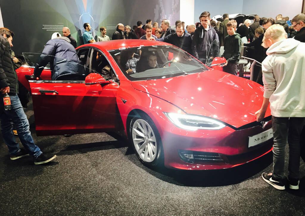 Tesla Motors ist damit der Pionier in der Produktion und dem Vertrieb umweltfreundlicher Automobile. begann Tesla Motors eine Kooperation mit Lotus, deren Einfluss vor allem im Design der.